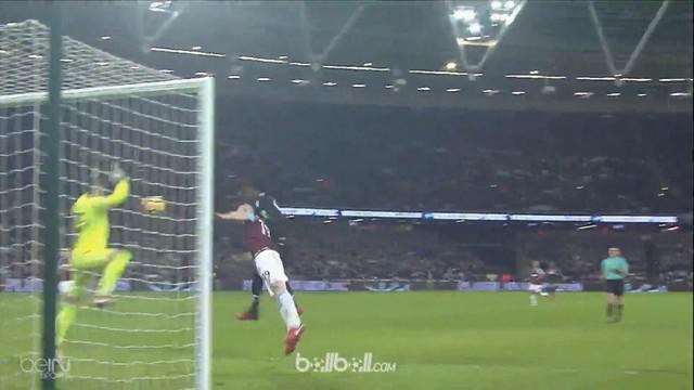 Mark Noble menyelamatkan West Ham dari kekalahan saat laga berakhir imbang 1-1 melawan Crystal Palace. Gol penaltinya sekaligus me...