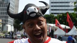Pendukung capres -cawapres nomor urut 01 Jokowi-Ma'ruf Amin beratribut kepala banteng mengikuti kampanye akbar di Bundaran HI, Jakarta Sabtu (13/4). Kampanye akbar Jokowi-Ma'ruf Amin bertajuk Konvensi Akbar Rakyat. (merdeka.com/Imam Buhori)