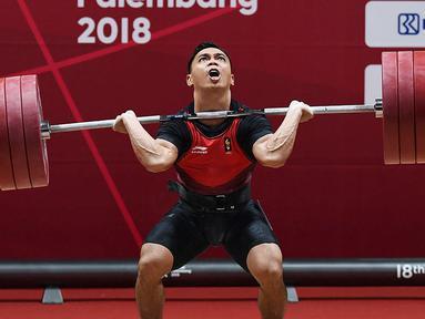 Atlet angkat besi Indonesia Eko Yuli Irawan berhasil memenangkan pertandingan Angkat Besi pada Asian Games 2018 di JIexpo, Kemayoran,Jakarta, Selasa (21/8). (merdeka.com/Imam Buhori)