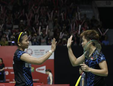 Pebulutangkis Indonesia, Greysia Polii / Apriyani Rahayu, merayakan kemenangan atas pasangan Bulgaria. (Bola.com/M. Iqbal Ichsan)