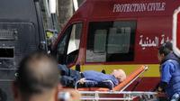 Salah satu korban cedera akibat serangan teroris di museum dekat Gedung Parlemen Tunisia. (Reuters)