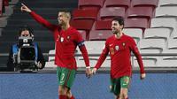 Megabintang Portugal, Cristiano Ronaldo, merayakan gol ke-6 portugal ke gawang Andorra dalam laga uji coba Internasional di Stadion Luz, Lisbon, Portugal, Kamis (12/11/2020) dini hari WIB. Portugal menang telak 7-0 atas Andorra. (AP Photo/Armando Franca)
