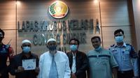 Mantan terpidana tindak pidana terorisme Abu Bakar Baasyir (ABB) resmi dibebaskan dari Lembaga Pemasyarakatan Khusus Kelas IIA Gunung Sindur pada Jumat pukul 05.30 WIB (8/1/2021).