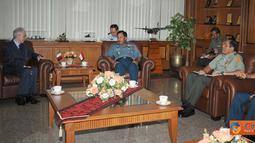 Citizen6, Cilangkap: Panglima TNI Laksamana TNI Agus Suhartono menerima CC Duta Besar Italia untuk Indonesia H.E. Mr. Federico Failla di Mabes TNI Cilangkap Jakarta Timur, Senin (7/11). (Pengirim: Badarudin Bakri)