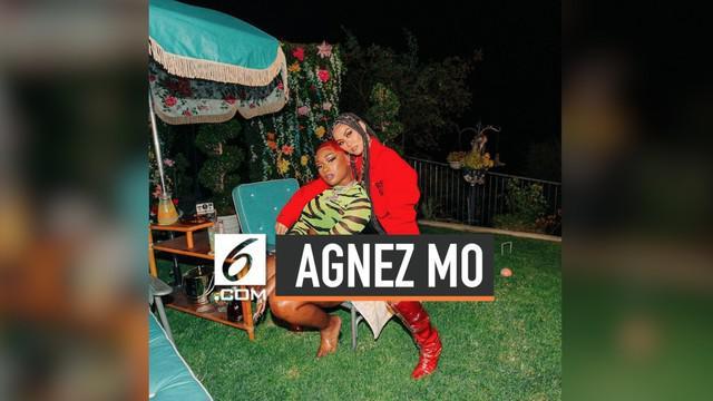 Belum lama ini, Agnez Mo kembali memberikan kejutan kepada penggemarnya. Ia tampil dalam video klip terbaru milik Megan The Stallion, dan satu frame bareng Nicki Minaj.