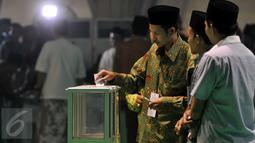 Suasana pemungutan suara bakal calon ketum PBNU periode 2015-2020 pada Muktamar NU ke-33 di Jombang, Rabu (5/8/2015). Pemungutan suara bakal calon ketum PBNU tersebut diikuti 378 peserta yang terverifikasi dari 508 peserta. (Liputan6.com/Johan Tallo)