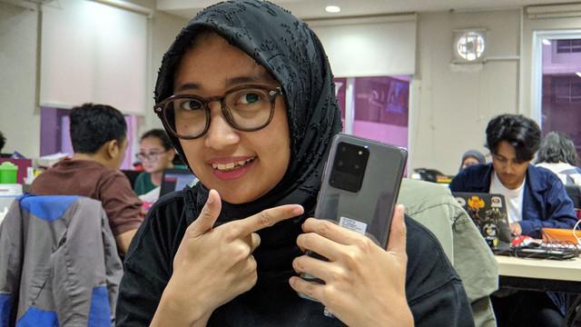 Seperti apa sih unboxing dan kesan pertama Galaxy S20 Ultra yang baru diluncurkan Samsung? Yuk, tonton videonya sampai habis.