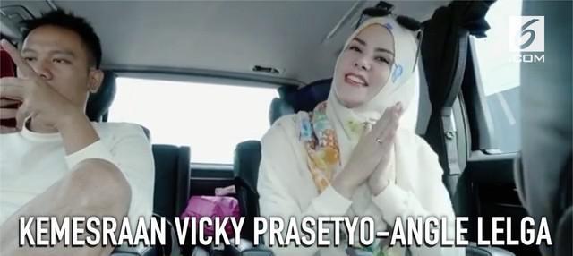 Pasangan Vicky Prasetyo dan Angle Lelga terus menebar kemesraan di media sosial.