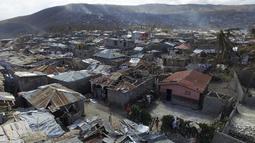 Port-au-Prince merupakan daerah wisata pinggir pantai yang dimiliki Haiti, perkampungan ini rusak setelah dihantam badai Matthew, Senin (10/10). Badai terkuat yang melanda Karibia ini menghantam Haiti pada Selasa 4 Oktober. (AFP Photo/Nicolas Garcia)