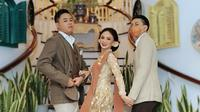 Yuni Shara tampil elegan dengan kebaya Kutubaru di acara nikahan sang keponakan. (Sumber: Instagram/@yunishara36)