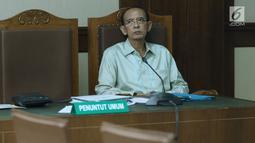 Terpidana korupsi penyelenggaraan ibadah haji 2010-2013, Suryadharma Ali saat menjalani sidang lanjutan PK di Pengadilan Tipikor, Jakarta, Senin (2/7). Melalui kuasa hukumnya, Suryadharma Ali menyerahkan sejumlah bukti. (Liputan6.com/Helmi Fithriansyah)