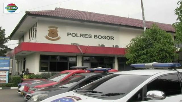 Keluarga gadis yang tewas diperkosa delapan datangi Polres Bogor untuk menanyakan perkembangan kasus.