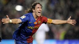 1. Carles Puyol – Mantan kapten Barcelona ini adalah salah satu bek tangguh pada masa nya. Permainan disiplin dan tak kenal kompromi membuat lini belakang Barca layaknya benteng kokoh. (AFP/Philippe Desmazes)
