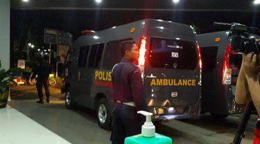 Dua Ambulans bersiaga di depan ruang IGD Rumah Sakit Pusat Pertamina (RSPP) (Liputan6.com/Putu Merta)
