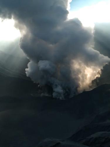 Suasana Gunung Tangkuban Perahu Sehari Setelah Erupsi