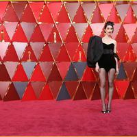 Gaun di red carpet. (justjared.com)