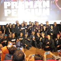 Ridwan Kamil saat nonton bareng film Preman Pensiun di Ciwalk, Bandung, Jawa Barat, Sabtu (12/1/2019).