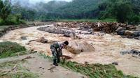 Tim gabungan berupaya evakuasi dan mencari satu keluarga yang dinyatakan hilang diduga terseret banjir bandang di Kabupaten Labuhanbatu Utara (Labura), Sumatera Utara hingga hari ini, Minggu (29/12/2019). (Dok Badan Nasional Penanggulangan Bencana/BNPB)