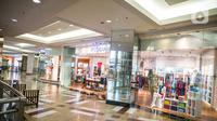 Suasana mal Taman Anggrek, Jakarta, Senin (21/12/2020). Anies Baswedan menginstruksikan melalui Seruan Gubernur nomor 17 tahun 2020 agar kegiatan usaha seperti restoran, pusat perbelanjaan dan kafe diharapkan dapat berhenti beroperasi pada pukul 19.00 WIB. (Liputan6.com/Faizal Fanani)