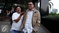 Mantan Ketua Komisi II DPR, Agun Gunandjar meninggalkan Gedung KPk usai menjalani pemeriksaan terkait kasus korupsi e-KTP, Jakarta, Rabu (19/10). Pemeriksaan hari ini merupakan pemeriksaan kedua bagi Agun Gunandjar (Liputan6.com/Helmi Afandi)
