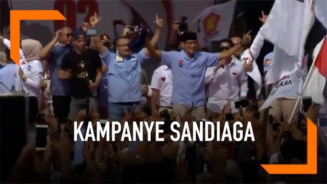 Kampanye akbar cawapres no urut 02 digelar di alun-alun kota Tangerang hari Sabtu (13/2). Sandiaga Uno sempat berjingkrak di atas panggung bersama pendukungnya.