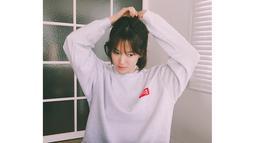 Peristiwa ini sebenarnya terjadi pada 2005 silam. Di dalam email itu dikatakan jika pelaku akan menyiramkan asam klorida dan zat kimia ke Song Hye Kyo jika tak memberi uang. (Foto: instagram.com/kyo1122)