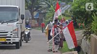 HARI SANTRI NASIONAL: Sejumlah anak pengajian melakukan pawai di Jalan Raya Tapos, Depok, Jawa Barat, Kamis (22/10/2020). Pengajian Kampung Tapos menggelar pawai menyambut Hari Santri Nasional 2020 yang diperingati setiap tanggal 22 Oktober. (Liputan6.com/Herman Zakharia)