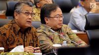 Menteri PPN/Kepala Bappenas Bambang Brodjonegoro (kanan) bersama Gubernur Bank Indonesia (BI) Perry Warjiyo saat rapat kerja dengan Banggar DPR, Jakarta, Selasa (4/9). Rapat kerja membahas penyampaian pokok-pokok RUU APBN 2019. (Liputan6.com/JohanTallo)