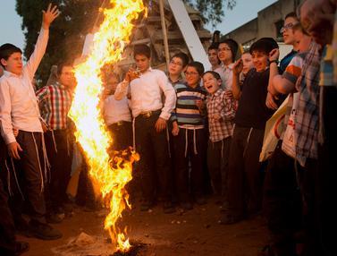 Cara Anak-anak Yahudi ultra-Ortodoks Peringati Lag Ba'Omer