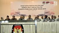 Ketua KPU Arief Budiman memimpin rapat pleno penetapan Partai Bulan Bintang (PBB) sebagai peserta Pemilu 2019 di Kantor KPU, Jakarta, Selasa (6/3). PBB menjadi salah satu partai yang lolos sebagai peserta Pemilu 2019. (Merdeka.com/Iqbal Nugroho)