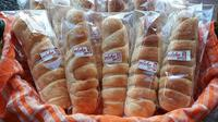 "Usaha roti rumahan ""Alekroti"" milik Febriana (43)."