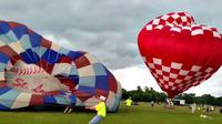 Kelihatannya mengerikan, tapi saya ingin mengatakan bahwa kegiatan balon itu aman