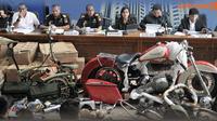 Banner Skandal Harley & Brompton Selundupan di Garuda (Liputan6.com/Triyasni)