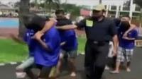 Menolak digusur, warga Tangerang bentrok dengan polisi. Sementara itu, 7 pelaku pemerkosaan terhadap Yuyun, divonis 10 tahun penjara.