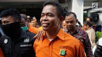 Ekspresi tokoh pemuda Umar Kei saat dihadirkan dalam rilis kasus narkotika jenis sabu di Polda Metro Jaya, Jakarta, Kamis (15/8/2019). Polisi menangkap Umar Kei beserta tiga orang lainnya. (Liputan6.com/Immanuel Antonius)