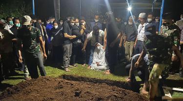 Jenazah Pilot Rimbun Air Dimakamkan di Taman Makam Auri.