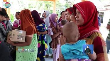 Sejumlah warga yang mengungsi akibat banjir di Kebumen, Jawa Tengah, mendpaatkan beragam bantuan dari petugas.