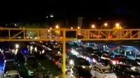 Antrean panjang kendaraan terjadi di Pelabuhan Bakauheni, Lampung Selatan.