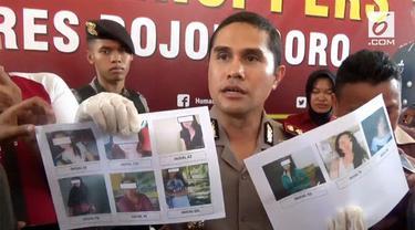 Seorang muncikari prostitusi online ditangkap polisi setelah menjajakan PSK melalui media sosial.