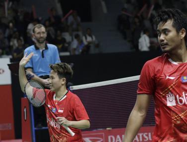 Pebulutangkis Indonesia, Tontowi Ahmad / Liliyana Natsir, merayakan kemenangan atas pasangan India. (Bola.com/M. Iqbal Ichsan)