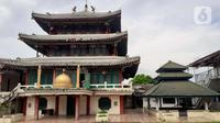 Kondisi Masjid Jami Tan Kok Liong di Kampung Bulak Rata, Cibinong, Kab Bogor, Jabar, Senin (4/5/2020). Masjid yang memiliki arsitektur seperti kelenteng tersebut dibangun pada 2005 lalu berdasarkan nama kecil sang pendiri yaitu M Ramdhan Effendi atau Anton Medan. (Liputan6.com/Helmi Fithriansyah)