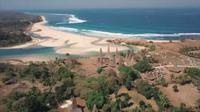 Pulau sumba dengan ekstis keindahan alam dan rumah adat di pinggir pantai.(Liputan6,com)