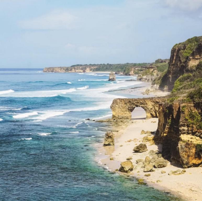 Pantai Bwanna, Sumba, Nusa Tenggara Timur. (Sumber Foto: wisatasenibudaya.com)