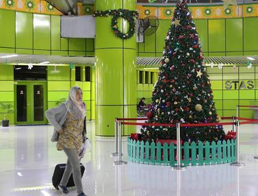 Jelang Akhir Tahun, Dekorasi Natal dan Tahun Baru Hiasi Stasiun Gambir