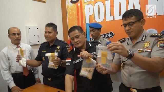 Wistawan asal Prancis diamankan tim gabungan Bea Cukai dan Polda Nusa Tenggara Barat, karena kedapatan membawa narkotika melalui Bandara Internasional Zainuddin Abdul Majid.