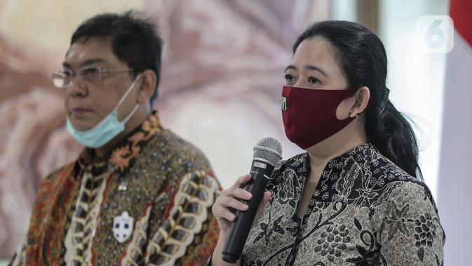 Ketua DPR Puan Maharani (kanan) menyampaikan sambutan saat menerima kunjungan Ketua Umum Partai Demokrat Agus Harimurti Yudhoyono di Gedung DPR RI, Jakarta, Kamis (6/8/2020). Pertemuan membahas krisis COVID-19 sektor ekonomi dan kesehatan hingga koalisi Pilkada 2020. (Liputan6.com/Johan Tallo)