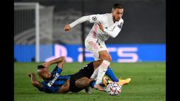 Eden Hazard (kanan) sampai saat ini masih berkostum Real Madrid walaupun dirinya lebih sering cedera belakangan ini. (Foto: AFP/Pierre-Philippe Marcou)