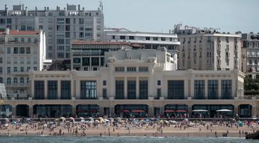 Suasana Casino Municipal tempat pertemuan G7 di Biarritz, Prancis barat daya (21/8/2019). KTT tahunan negara-negara Kelompok Tujuh (G7) ke-45 yang akan berlangsung dari 24 hingga 26 Agustus 2019. (AFP Photo/Iroz Gaizka)