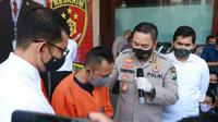 Polda Jatim membongkar kasus karaoke plus-plus di Madiun, Jawa Timur. (Foto: Liputan6.com/Dian Kurniawan)
