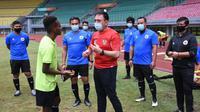 Ketua PSSI, Mochamad Iriawan, mengunjungi pemusatan latihan Timnas Indonesia U-16 di Stadion Patriot Candrabhaga, Bekasi, Kamis (16/7/2020). (PSSI).